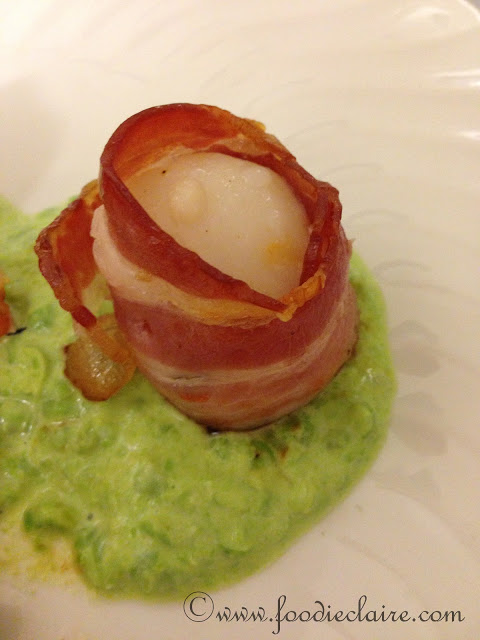 scallops wrapped in bacon with pea puree